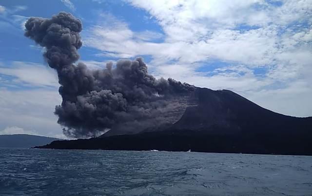 https: img.okezone.com content 2019 01 28 337 2010262 gunung-anak-krakatau-digoyang-2-kali-gempa-visualnya-terlihat-jelas-EATwIupS6z.jpeg
