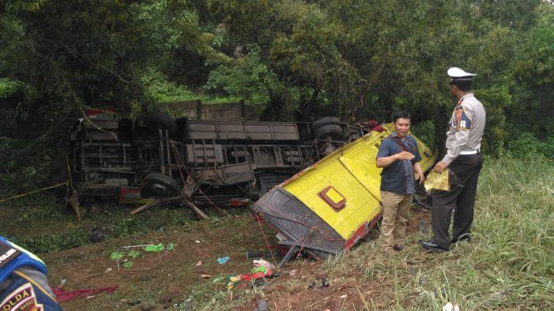 https: img.okezone.com content 2019 01 28 525 2010457 ini-identitas-7-korban-tewas-kecelakaan-bus-di-tol-cipularang-hvncGfmrOk.jpg