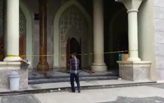 https: img.okezone.com content 2019 01 29 609 2011074 pasca-terbakar-masjid-agung-belopa-dipasang-garis-polisi-XXoI8TqC3E.jpg