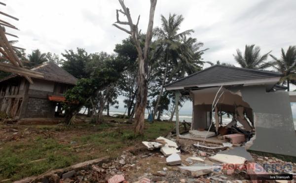 https: img.okezone.com content 2019 02 01 320 2012494 ada-ikan-makan-korban-tsunami-kkp-itu-berita-bohong-nV5lF43Zh6.jpg