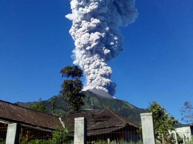 https: img.okezone.com content 2019 02 01 512 2012467 gunung-merapi-semburkan-asap-setinggi-50-meter-Xvsz8oZQoM.jpg