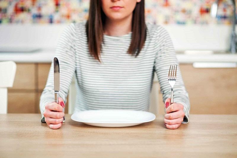 https: img.okezone.com content 2019 02 02 481 2012977 2-dampak-negatif-bila-salah-melakukan-jenis-diet-DPq4QuNmSB.jpg