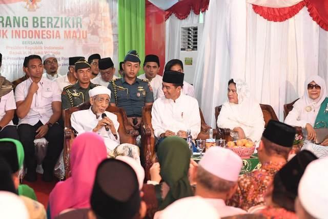 https: img.okezone.com content 2019 02 02 605 2012815 ppp-sayangkan-video-doa-mbah-moen-untuk-jokowi-dipotong-fy094y3RXn.jpg