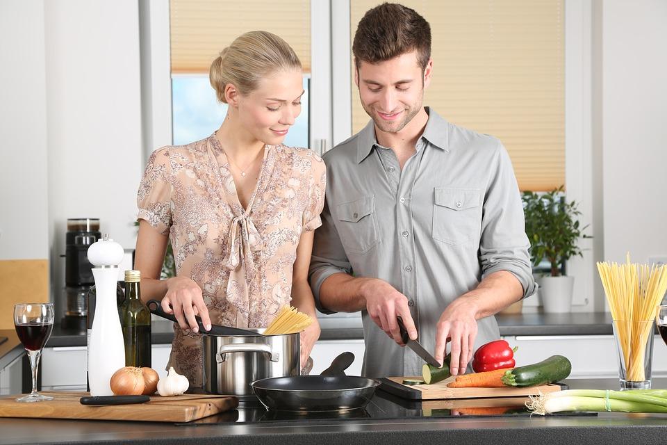 https: img.okezone.com content 2019 02 03 298 2013141 5-aplikasi-memasak-ini-bikin-kamu-jago-masak-dan-jadi-menantu-idaman-2to5G6rLyi.jpg