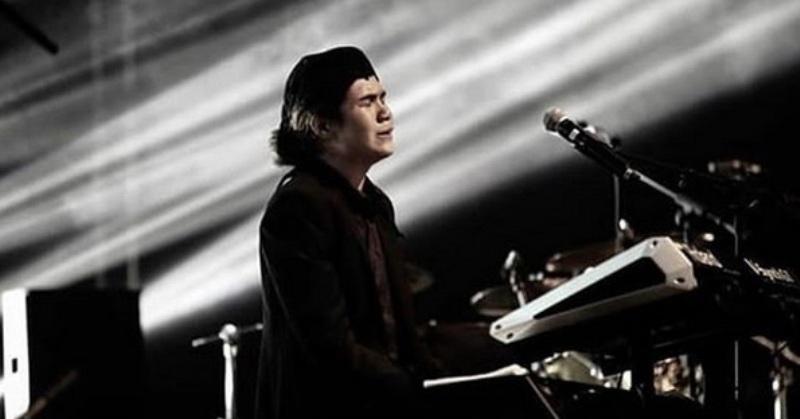 https: img.okezone.com content 2019 02 04 33 2013385 menangis-saat-konser-di-malaysia-dul-cinta-ayah-bunda-OHkfqJbYdW.jpg