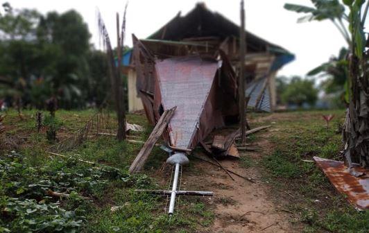 https: img.okezone.com content 2019 02 04 340 2013442 gereja-hancur-pasca-gempa-mentawai-jemaat-bangun-tenda-untuk-ibadat-flqjEEHwbm.JPG
