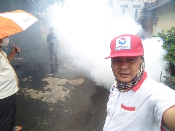 https: img.okezone.com content 2019 02 04 610 2013771 6-warga-di-sukarami-palembang-terserang-dbd-perindo-lakukan-pengasapan-cc5xuaptuc.jpg