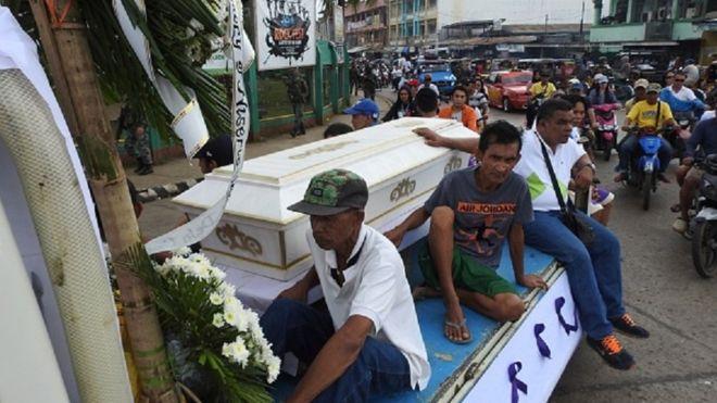 https: img.okezone.com content 2019 02 05 18 2013888 pelaku-pengeboman-gereja-di-filipina-diyakini-tiru-aksi-di-surabaya-9RHED2mj4k.jpg