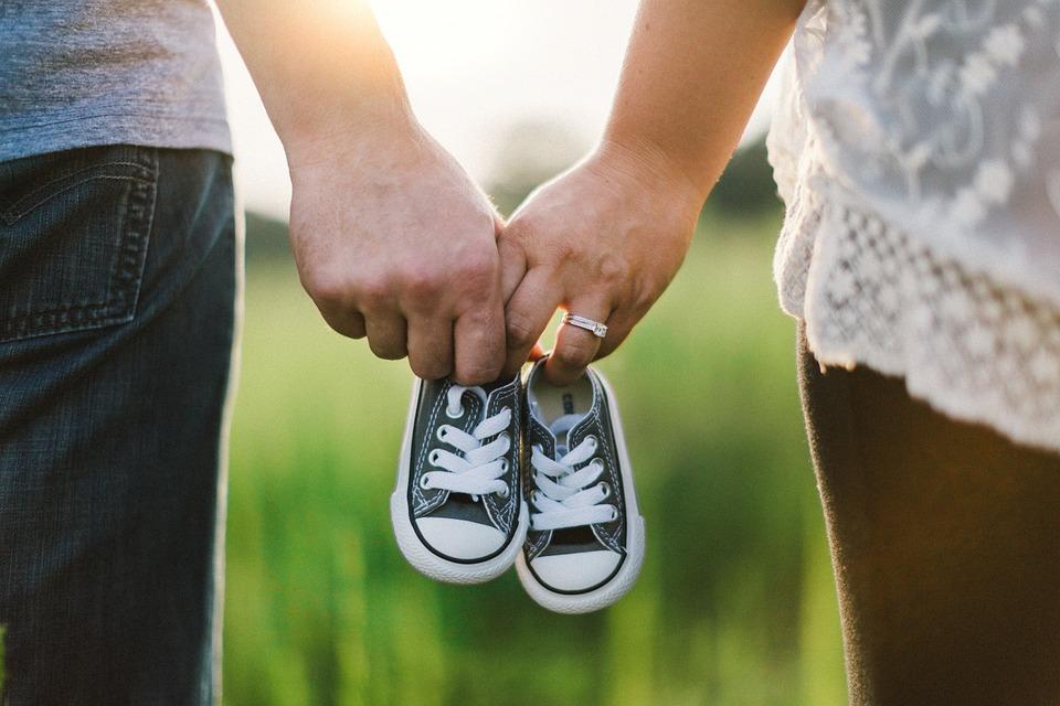 https: img.okezone.com content 2019 02 06 196 2014397 perkawinan-anak-dan-program-kb-jadi-sorotan-di-hari-keluarga-nasional-2019-0Vz589JfCN.jpg