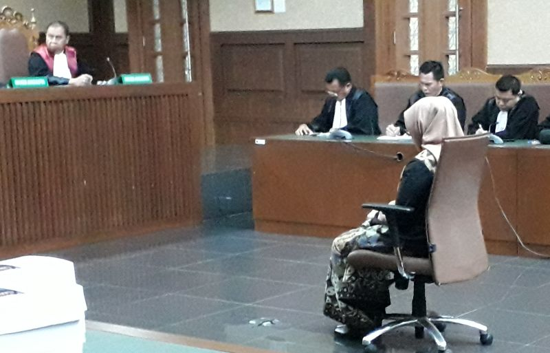https: img.okezone.com content 2019 02 06 337 2014318 eni-saragih-dituntut-8-tahun-penjara-8206-terkait-suap-pltu-riau-1-Tcouf6kuOe.jpg