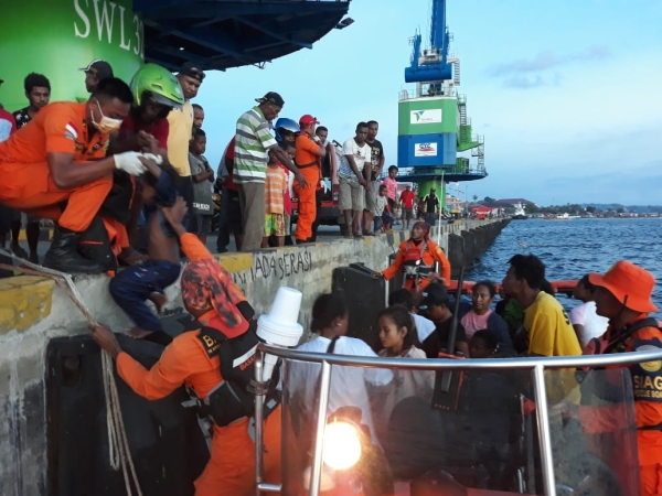 https: img.okezone.com content 2019 02 06 340 2014263 dalam-sehari-6-perahu-terbalik-di-perairan-monokwari-papua-barat-rO4jglCWwo.jpg