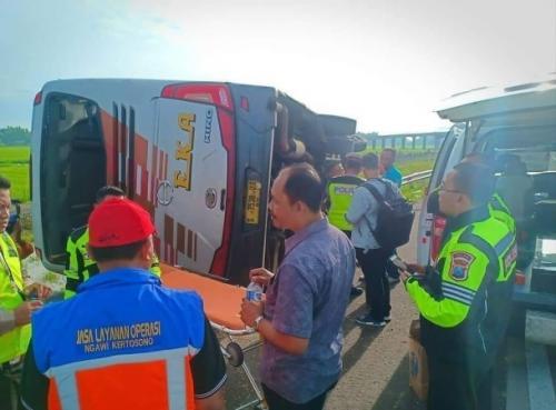 https: img.okezone.com content 2019 02 06 519 2014603 ini-identitas-korban-kecelakaan-bus-eka-di-tol-nganjuk-madiun-MbtHZ4KY0d.jpg