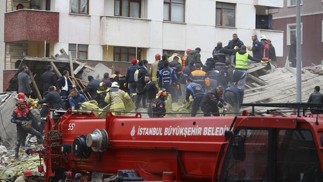 https: img.okezone.com content 2019 02 07 18 2014615 apartemen-ambruk-di-turki-seorang-tewas-9JJ9WF1gVD.jpg