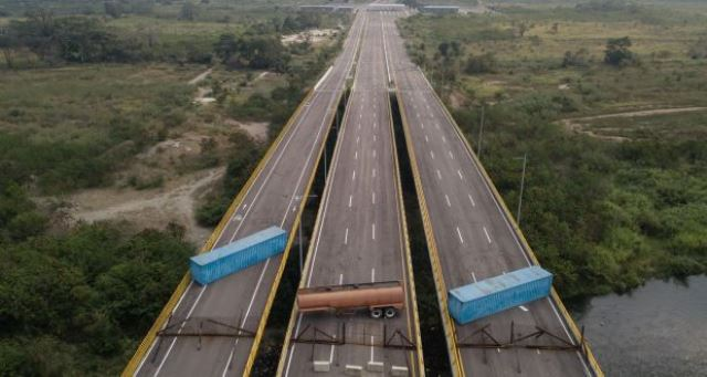 https: img.okezone.com content 2019 02 07 18 2015077 cegah-bantuan-kemanusiaan-tentara-venezuela-blokir-perbatasan-zhRycUxKzH.jpg