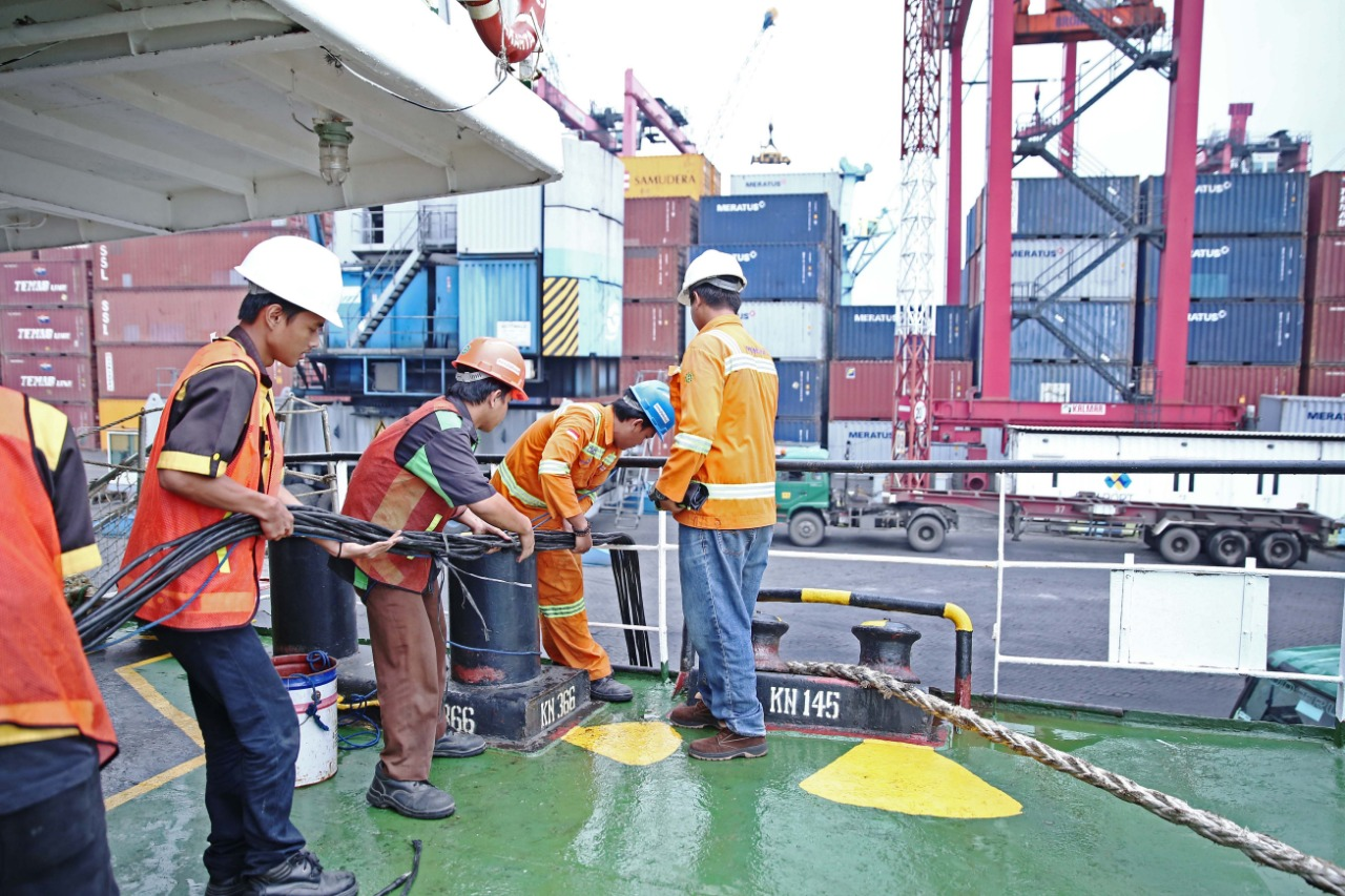 https: img.okezone.com content 2019 02 07 320 2014851 pelindo-iii-siapkan-sambungan-listrik-kapal-di-pelabuhan-tanjung-emas-AEjGZH4ehd.jpg