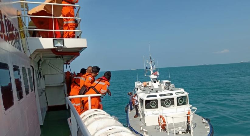 https: img.okezone.com content 2019 02 07 340 2014726 tugboat-tabrakan-dengan-kapal-tanker-di-selat-singapura-2-abk-hilang-vMjjEjSeGl.jpg