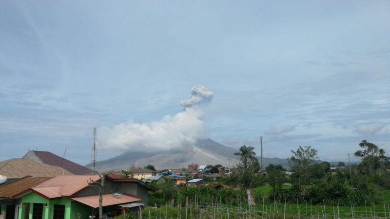 https: img.okezone.com content 2019 02 07 340 2014793 gunung-sinabung-berstatus-awas-masyarakat-diimbau-waspadai-banjir-lahar-dingin-vphEUCV8ud.jpg