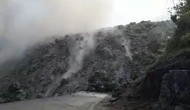 https: img.okezone.com content 2019 02 07 340 2014883 lava-gunung-karangetang-mengalir-sampai-ke-laut-ChGaNxz5Tl.jpg