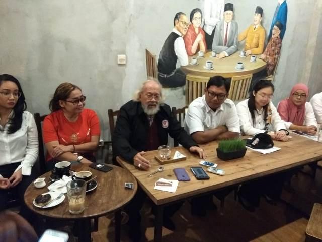 Legenda Hidup Persija Jakarta dan Timnas Indonesia Dukung JokowiMaruf : Okezone News