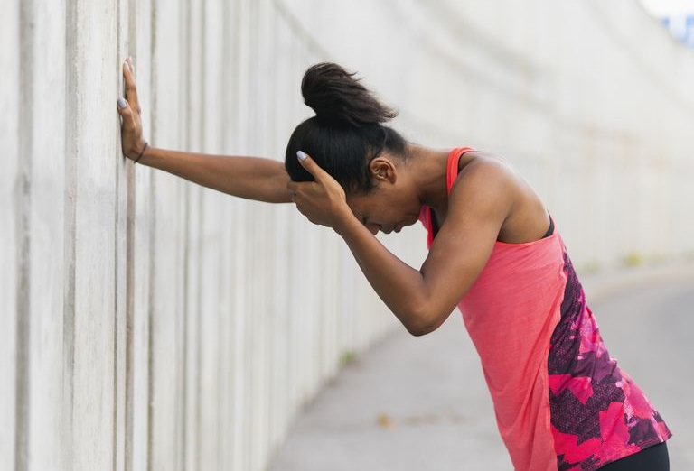 https: img.okezone.com content 2019 02 08 481 2015483 sakit-kepala-saat-berolahraga-ini-penyebabnya-3ZbnbPXw0K.jpg