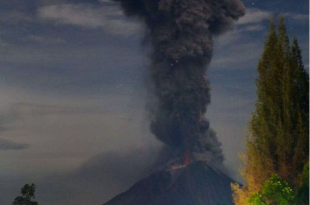 https: img.okezone.com content 2019 02 09 608 2015697 gunung-sinabung-gempa-berkali-kali-statusnya-masih-awas-3k59oNbdFY.jpeg