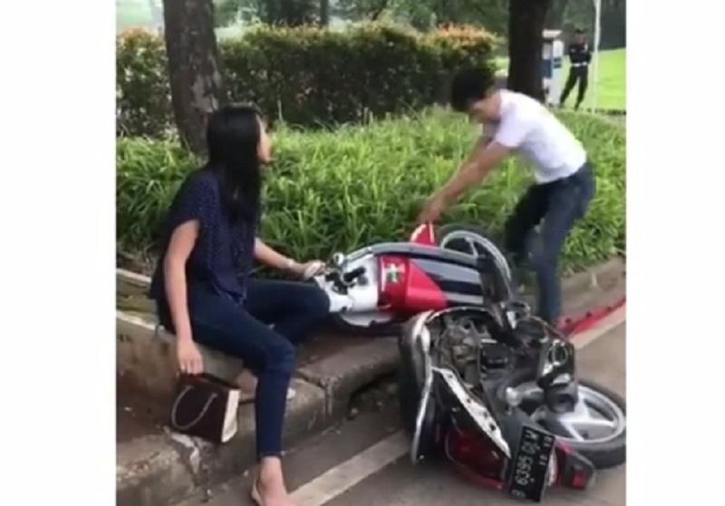 https: img.okezone.com content 2019 02 10 338 2015996 bagaimana-nasib-hubungan-si-perusak-motor-yang-viral-dengan-kekasihnya-X88a2ddkZl.jpg