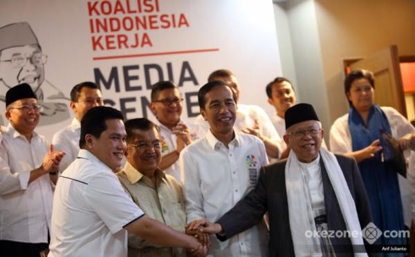 https: img.okezone.com content 2019 02 10 605 2015928 dukung-jokowi-ma-ruf-seniman-indonesia-gelar-pameran-lukisan-lintas-generasi-FcLfmKPbBT.jpg