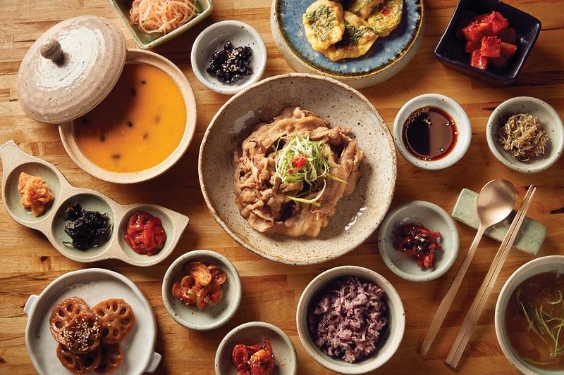 https: img.okezone.com content 2019 02 11 298 2016549 5-restoran-korea-enak-di-jakarta-yang-wajib-dicoba-tPenr5bqA7.jpg