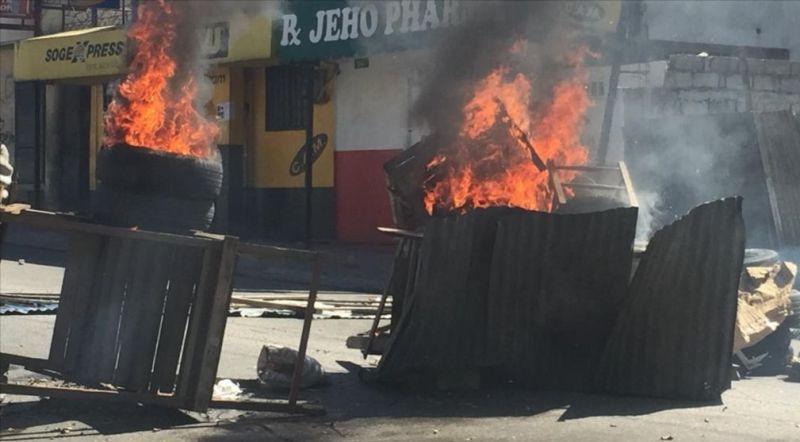 https: img.okezone.com content 2019 02 12 18 2016908 haiti-memanas-rakyat-berdemonstrasi-tuntut-presiden-mundur-FMAi2iFQJX.jpg