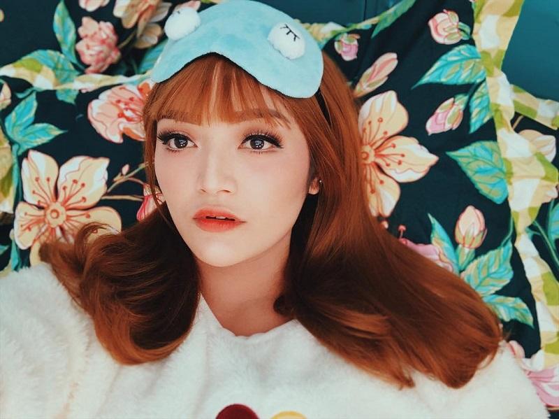 https: img.okezone.com content 2019 02 13 33 2017121 berdandan-ala-artis-korea-siti-badriah-tenang-gue-bukan-lisa-blackpink-HW9IhXqRpE.jpg