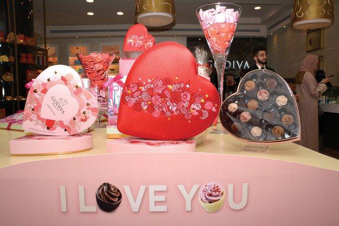 https: img.okezone.com content 2019 02 14 18 2018087 untuk-pertama-kalinya-warga-arab-saudi-rayakan-valentine-secara-terbuka-xmfg31cljq.jpg