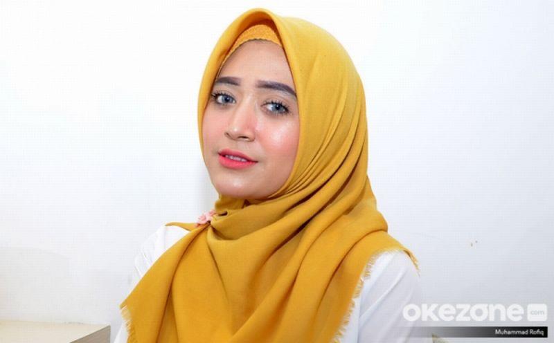 https: img.okezone.com content 2019 02 14 196 2017753 gak-susah-kok-jadi-youtuber-natasha-farani-berbagi-pengalamannya-nhAH6SZhqx.jpg
