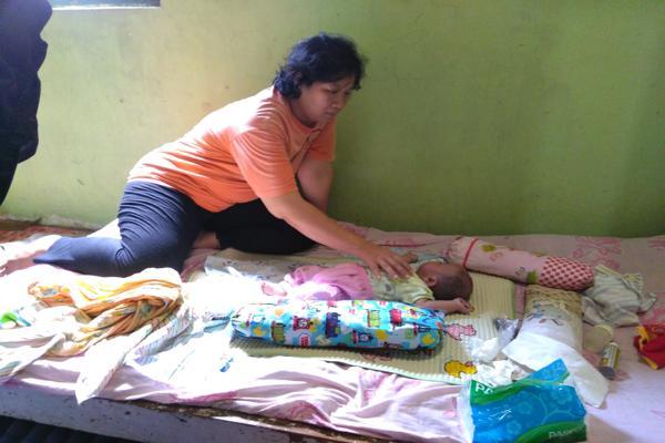 https: img.okezone.com content 2019 02 14 512 2017928 tolong-bayi-di-boyolali-lahir-tanpa-anus-jantung-bocor-pOByBFbj38.jpg