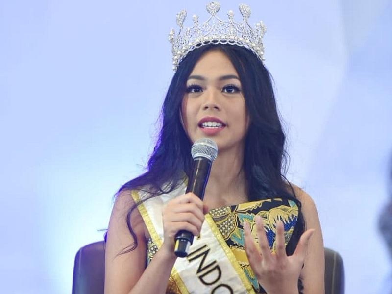 https: img.okezone.com content 2019 02 15 194 2018658 lepas-mahkota-begini-pesan-alya-nurshabrina-untuk-miss-indonesia-2019-7Y0w9Y6zEP.jpg