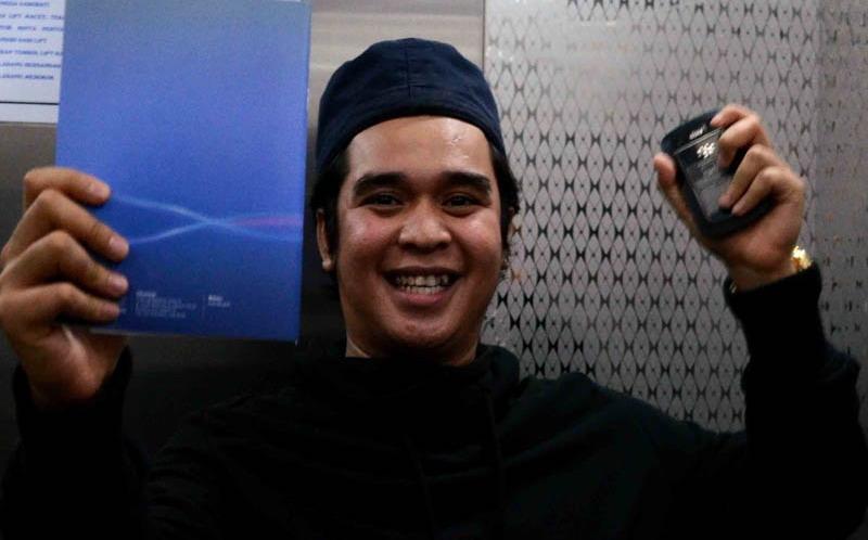 https: img.okezone.com content 2019 02 15 33 2018422 fahmi-aditya-ungkap-alasan-mak-vera-larang-sahabat-kunjungi-olga-syahputra-QVfzmA4t6w.jpg