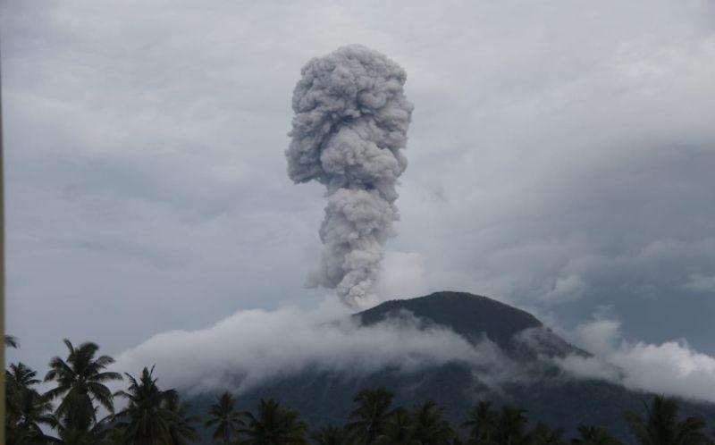 https: img.okezone.com content 2019 02 15 337 2018401 ini-kondisi-9-gunung-api-di-indonesia-dari-level-waspada-hingga-awas-oBKCv8vx8n.jpg