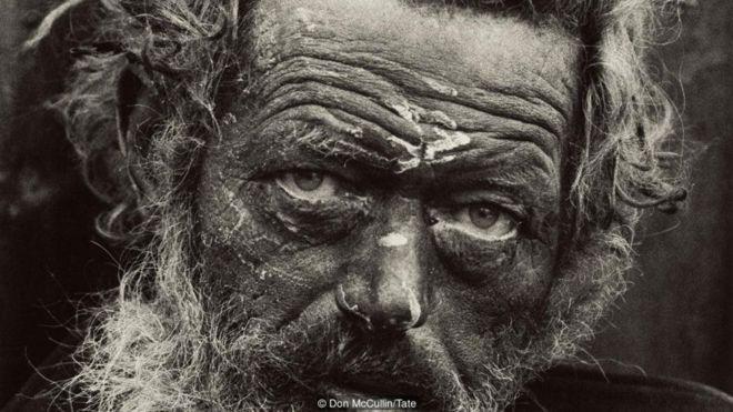 https: img.okezone.com content 2019 02 16 18 2018721 kisah-di-balik-potret-menakjubkan-tentang-perang-dan-kemiskinan-j6gLdOtkce.jpg