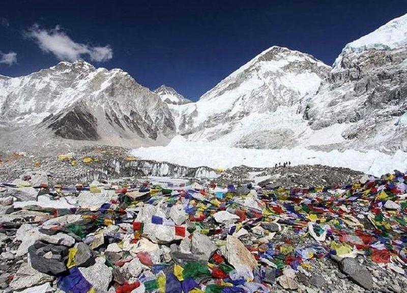 https: img.okezone.com content 2019 02 16 18 2018764 gunung-everest-menjelma-jadi-tempat-sampah-tertinggi-di-dunia-5P9H3xKuJM.jpg