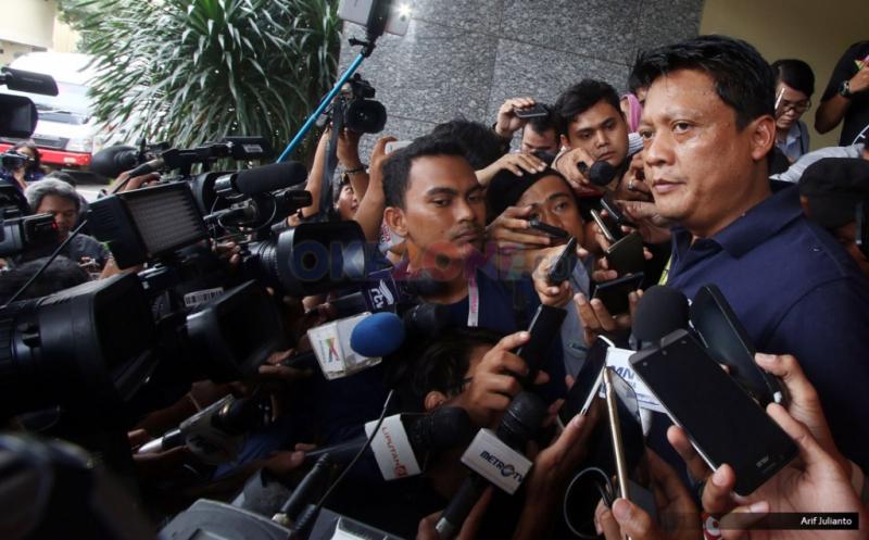 https: img.okezone.com content 2019 02 16 337 2018886 vigit-waluyo-ungkap-ada-bandar-judi-yang-kendalikan-sepak-bola-indonesia-fTIW7F3Aus.jpg