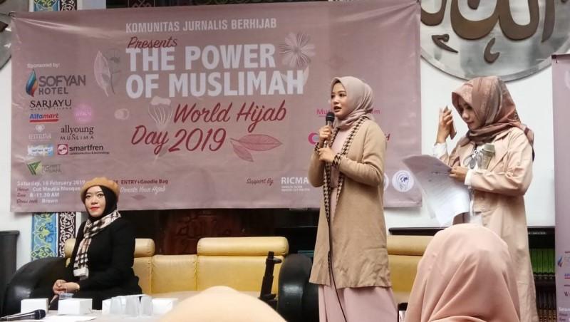 https: img.okezone.com content 2019 02 16 337 2018916 hijab-bukan-halangan-bagi-perempuan-untuk-berkreativitas-1IbUMy9tEF.jpg