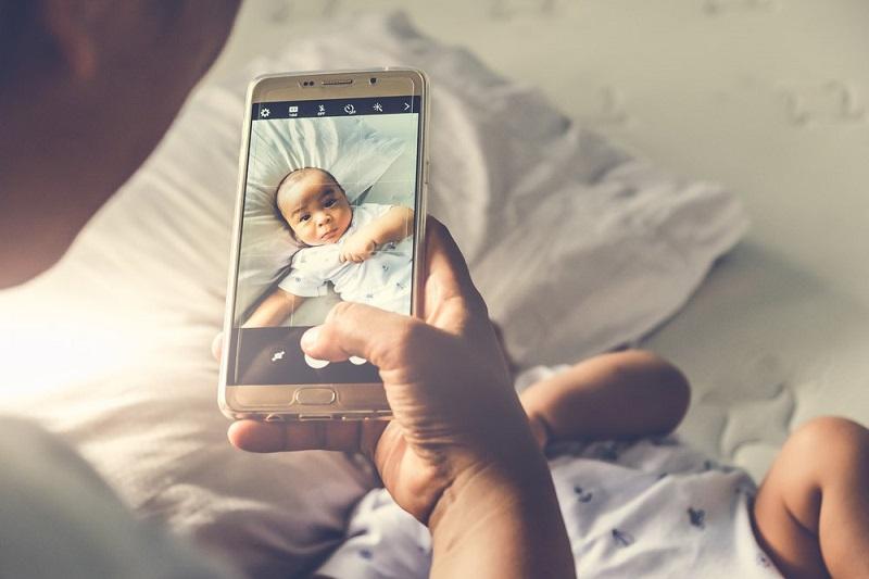 https: img.okezone.com content 2019 02 16 481 2018945 jika-lihat-ini-di-foto-anak-waspada-bisa-jadi-tanda-kanker-76Yr0rBaHY.jpg