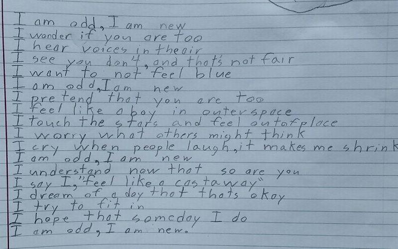 https: img.okezone.com content 2019 02 18 196 2019591 benjamin-giroux-anak-autis-yang-melelehkan-dunia-lewat-puisi-aku-aneh-DnaJIiouih.jpg