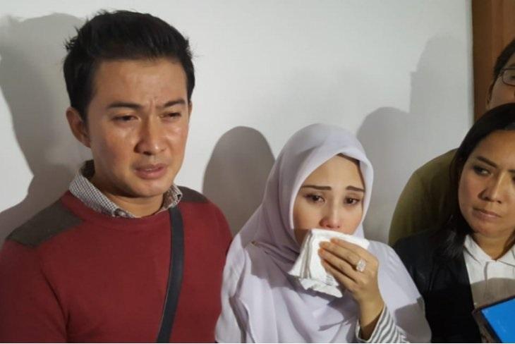 https: img.okezone.com content 2019 02 18 33 2019542 mencari-keadilan-istri-mandala-shoji-laporkan-bawaslu-ke-dkpp-M1CYbPbsAQ.jpg