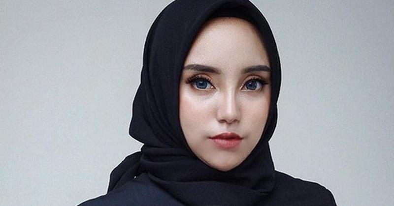 https: img.okezone.com content 2019 02 18 33 2019557 lepas-hijab-yuk-intip-penampilan-salmafina-sunan-terkini-WjrDgbejQa.jpg