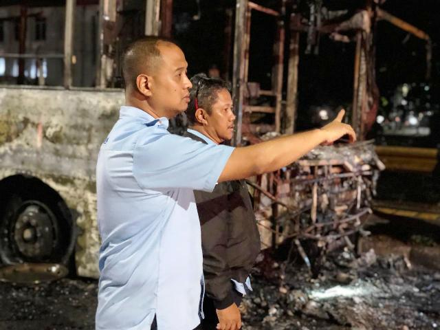 https: img.okezone.com content 2019 02 18 338 2019811 bus-terbakar-pt-transjakarta-pastikan-tak-ada-korban-dFiyQA7giq.jpg