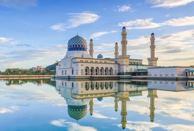 Viral, Buruh Masukkan Duit Ratusan Ribu ke Kotak Amal Masjid