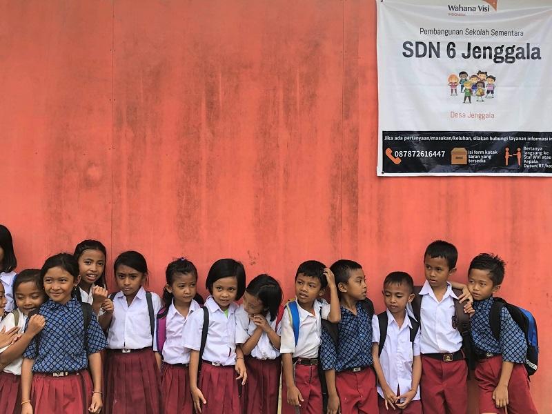 https: img.okezone.com content 2019 02 20 612 2020756 menengok-sdn-6-jenggala-lombok-utara-yang-terdampak-gempa-lokasinya-di-dalam-hutan-tZJhH4MaRg.jpeg