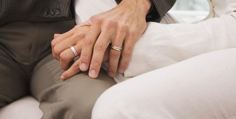 https: img.okezone.com content 2019 02 21 612 2021254 meski-dicibir-gadis-cantik-ini-rela-dinikahi-kakek-62-tahun-xcwCnXgOOR.jpg