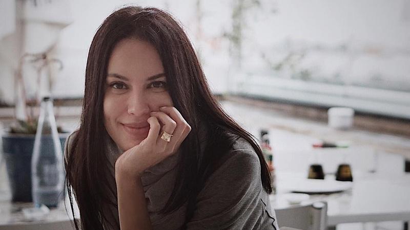 https: img.okezone.com content 2019 02 23 33 2021763 sensual-foto-seksi-sophia-latjuba-banjir-pujian-netizen-qJ1PfdKHgQ.jpg