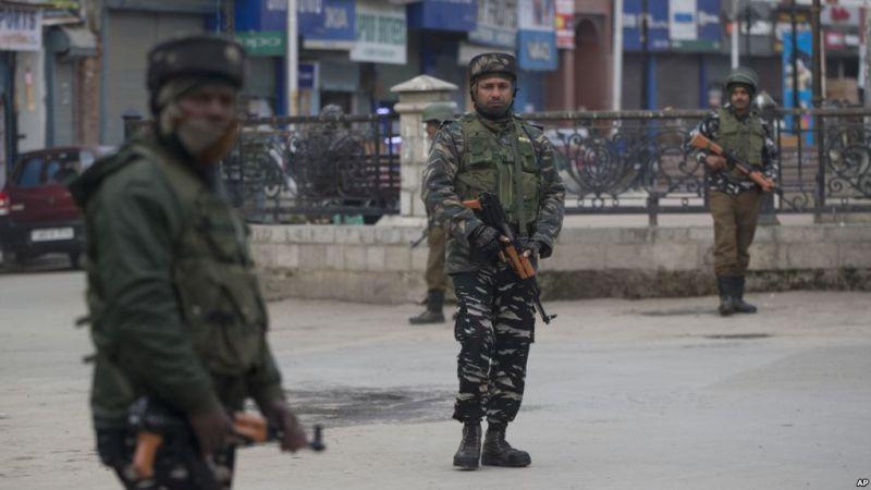 https: img.okezone.com content 2019 02 24 18 2022081 polisi-tangkap-200-aktivis-kashmir-di-tengah-ketegangan-1wP4TTxs0T.jpg